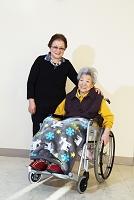 車椅子のおばあさん