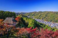 愛知県 城跡公園 足助城より紅葉と足助の町並