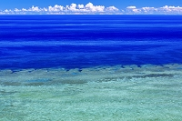 沖縄県 平久保崎よりエメラルドグリーンの海 石垣島