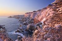 岩手県 雪に覆われた北山崎の朝焼け