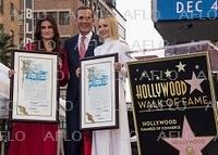 I・メンゼルとK・ベルがハリウッドの殿堂入り