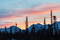 カナダ トゥームストーン準州立公園の朝焼け