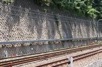 東京都 市ヶ谷~四谷駅間 耐震補強が完了した石積壁