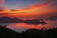 沖縄県 安護の浦と慶良間諸島の朝焼け 座間味島
