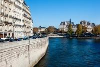 セーヌ河とパリ市庁舎遠望