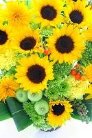 ひまわりと夏の花のフラワーアレンジメント