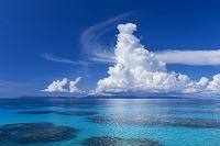 日本 沖縄県 夏の波照間島 入道雲