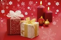 クリスマスのギフトボックスとキャンドル