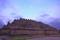 インドネシア 朝陽のボロブドゥール