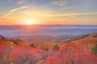 福島県 磐梯吾妻スカイラインから望む朝日と天狗の庭の紅葉