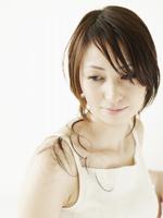 髪を切る日本人女性
