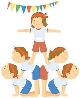 組体操をする小学生
