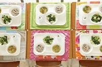 小学校の給食イメージ
