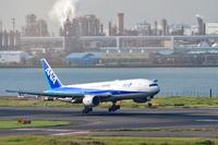 東京国際空港 ANA B777-200ER