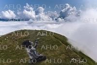 スイス西部の山に巨大ランドアート