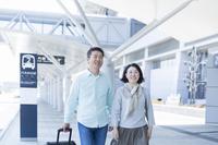 旅行するミドル夫婦