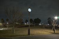 太陽電池を備えた屋外時計 - 定点撮影(夜間)