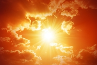 雲間から見える太陽