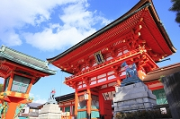 京都府 伏見稲荷大社 楼門とキツネの像