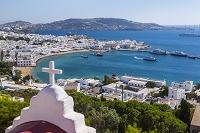 ギリシャ ミコノスタウンとカト・ミリの風車遠景