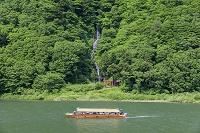 山形県 新緑の白糸の滝と最上川舟下り