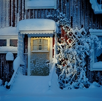 雪で凍った玄関