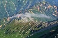 岐阜県 大喰岳から霧流れる西鎌尾根