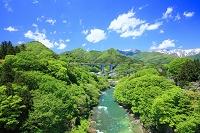 群馬県 みなかみ町 諏訪峡と谷川連峰