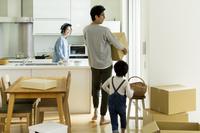 引越をする日本人家族