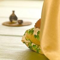 着物の女性と日本酒