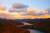 福島県 奥会津 秋の田子倉湖