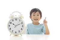 時計と日本人の男の子