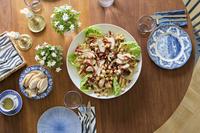 食卓のサラダ
