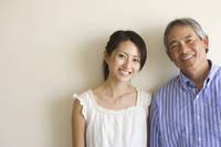 寄添う父と娘