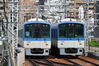 大阪府 阪神電鉄 すれ違う5500系普通電車