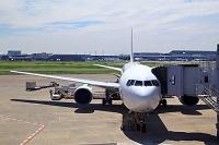 出発準備をする羽田空港のJAL機