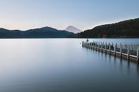 神奈川県 箱根 芦ノ湖と桟橋