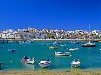 ポルトガル ラゴス 町と海岸のボート