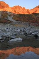 長野県 紅葉の涸沢と穂高連峰の夜明け