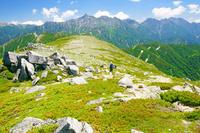 岐阜県 双六岳から槍ヶ岳中央と穂高岳右の山