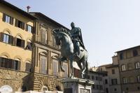 イタリア シニョリーア広場のコジモ1世の騎馬像