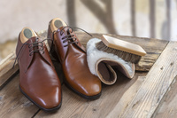 シューケア用品と革靴