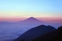 静岡県 安倍峠 夜明けの富士山と雲海