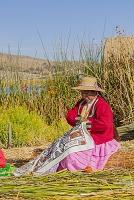 ペルー プーノ チチカカ湖 ウロス島 民族衣装