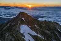 長野県 鹿島槍ヶ岳より北峰と日の出