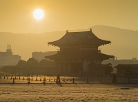 奈良県 平城京跡 朱雀門と朝日