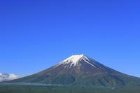山梨県 残雪の富士山