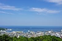 豪華客船停泊中の小樽港全景