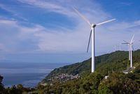 風力発電と青空 愛媛県