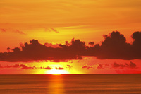 東京都 小笠原諸島 母島 太平洋に沈む夕日